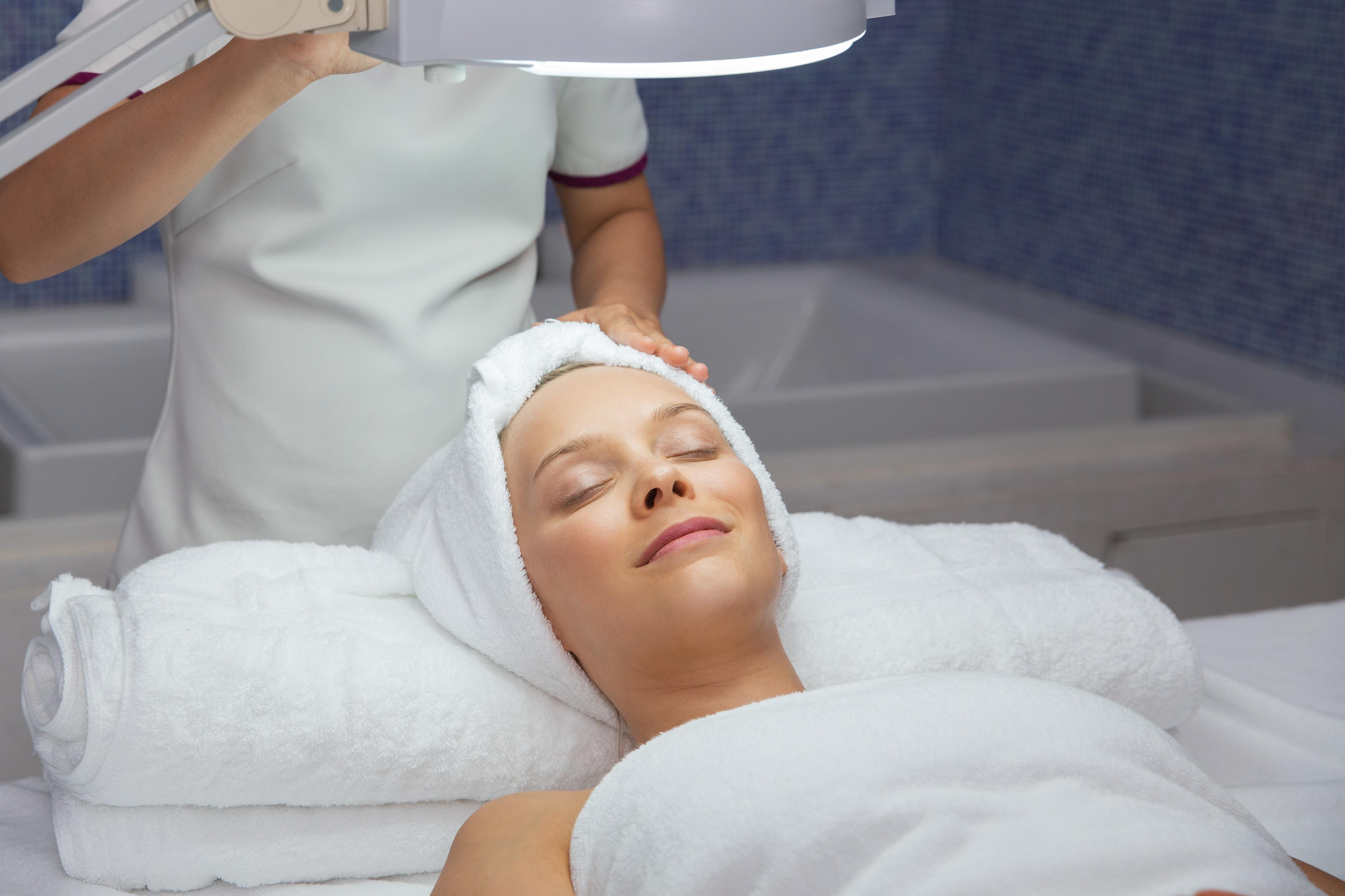 Magnifying Lamp for facial treatment - HeedSpa Miami Beach